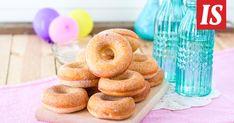 Näiden vappudonitsien tekemisessä ei tarvitse varoa kuumaa öljyä. Doughnut, Candy, Baking, Sweet, Desserts, Recipes, Food, Ideas, Tailgate Desserts