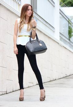 leggings con blusa blanca