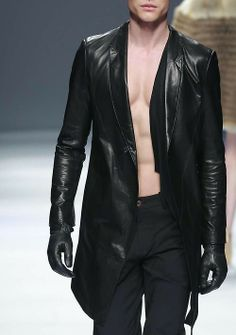 Runway Fashion, Mens Fashion, Big Men, Minimal Fashion, Fashion Details, Leather Fashion, Street Wear, Menswear, Leather Jacket
