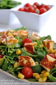 Hellimli Semizotu Salatası Turkish Recipes, Greek Recipes, Ethnic Recipes, Halloumi, Appetizer Salads, Appetizers, Salad Recipes, Dessert Recipes, Arabian Food