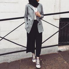 Vous aimez ce genre de veste ? Modern Hijab Fashion, Street Hijab Fashion, Hijab Fashion Inspiration, Muslim Fashion, Modest Fashion, Korean Fashion, Ootd Hijab, Hijab Style, Casual Hijab Outfit