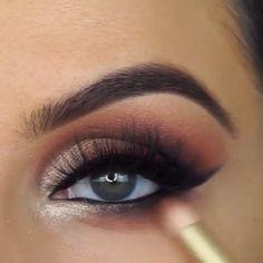 Smokey Winged Eyes Tutorial de Maquiagem - Make up! Makeup Eye Looks, Beautiful Eye Makeup, Eye Makeup Tips, Smokey Eye Makeup, Makeup Goals, Skin Makeup, Makeup Hacks, Eyeshadow Makeup, Beauty Makeup
