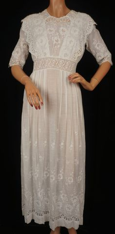 Antique Edwardian White Cotton Tea Dress // 1910 Embroidered Lawn Cotton Ladies Size S / M-- daughters Pretty White Dresses, White Gowns, Nice Dresses, Edwardian Dress, Edwardian Fashion, Vintage Fashion, Vintage Outfits, Vintage Dresses, Vintage Clothing