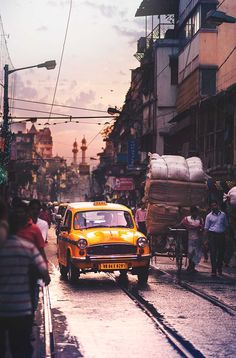 Kolkata - The City of Joy: Dreamlike Photography by Ashraful Arefin #inspiration #photography