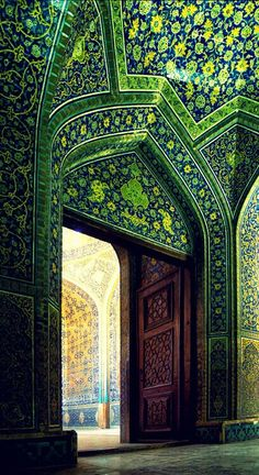 Entrance door to the Sheik Lutf Allah Mosque, Isfahan, Iran--Beautiful! I so want to go to Iran. Art Et Architecture, Islamic Architecture, Beautiful Architecture, Beautiful Buildings, Architecture Details, Beautiful Mosques, Beautiful Places, Beautiful Pictures, Simply Beautiful