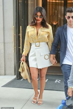 Nick Jonas and Priyanka Chopra are the epitome of style in New York - Summer chic: Priyanka radiated beauty wearing a pastel yellow blouse with over-sized pocke… - Celebrity Summer Style, Celebrity Outfits, Pop Punk Fashion, Look Fashion, Priyanka Chopra, Chic Outfits, Fashion Outfits, Rock Outfits, Couple Outfits