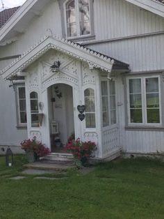 (thinking of Scandinavian-influenced exteriors) BALKE GÅRD: Kårboligen Exterior Stain, Exterior Front Doors, Exterior Cladding, Exterior Windows, Exterior Rendering, Exterior Design, Style At Home, Viking House, Storybook Homes