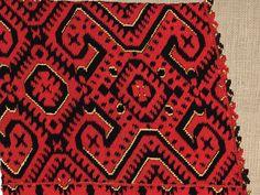Народниот вез е традицонално културно наследство претставено низ ликовниот израз на текстилот. Ова богато духовно творештво, изразено преку...