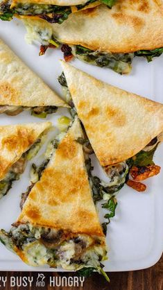Baked Spinach Mushroom Quesadillas - My Favorite Quesadilla Recipe These Are Crispy, Delicious, And Chock Full Of Nutrition. What's more, Baking These Quesadillas Allows You To Make Many At Once, So You Can Feed Your Hungry Family Quickly And Easily Veggie Recipes, Appetizer Recipes, Cooking Recipes, Healthy Recipes, Party Appetizers, Cheap Recipes, Veggie Food, Mushroom Quesadilla Recipe, Vegetarian Meals