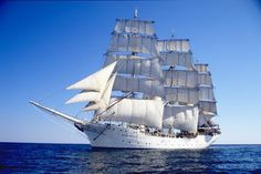 Tall ship Christian Radich under sail - シップ (帆船) - Wikipedia  ノルウェー船籍のシップ Christian Radich号(1937年就航)