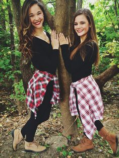 Fall photoshoot ideas with friends friendship photography, sister photography, best friend photography, autumn Friendship Photography, Sister Photography, Best Friend Photography, Autumn Photography, Photography Poses, Best Friends Shoot, Party Friends, Best Friend Photos, Cute Friends