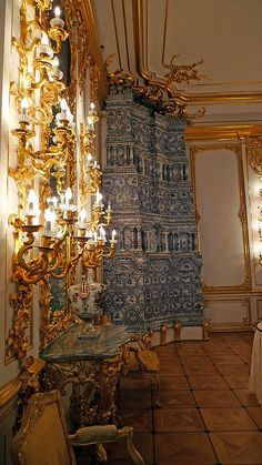 Almost beautiful enough to be a shrine, this masterpiece of blue and white tile work is actually a masonry stove. Shoved into an unassuming corner, it still manages to make it's presence known. Catherine palace