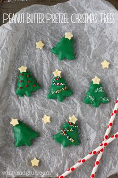 Peanut Butter Pretzel Christmas Trees...Can't wait to make these next year! SO cute! | www.wineandglue.com