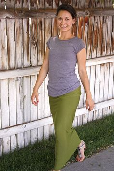 long jersey skirt tutorial. love her striped one!