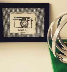 Retrate sorrisos. Quadrinho de máquina fotográfica bordado a mão. #photo #bordado #embroidery #hanmade #handembroidery