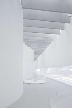 Corning Museum of Glass Light Architecture, Concept Architecture, Museum Lighting, Corning Museum Of Glass, Famous Architects, Plaster Walls, Glass Photo, Glass Design, Beams