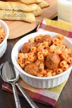 The BEST Homemade Spaghettios and Meatballs Recipe Easy, Homemade Spaghettios and Meatballs made in the slow cooker. This crockpot recipe is delicious enough for kids AND adults! Crockpot Recipes For Kids, Slow Cooker Recipes, Baby Food Recipes, Beef Recipes, Cooking Recipes, Crockpot Kids Meals, Pasta Recipes, Breakfast Crockpot, Gourmet