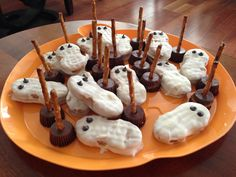 Ghosts and broom sticks for my sister in laws Halloween themed baby shower halloween babyshower ideas Baby Shower Host, Baby Shower Fall, Fall Baby, Baby Shower Games, Baby Shower Parties, Baby Boy Shower, Baby Showers, Twin Halloween, Halloween Themes