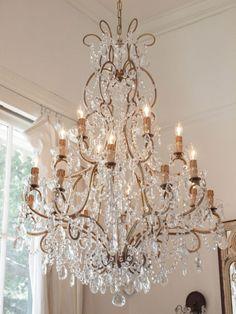 lamps.quenalbertini: Pretty chandelier