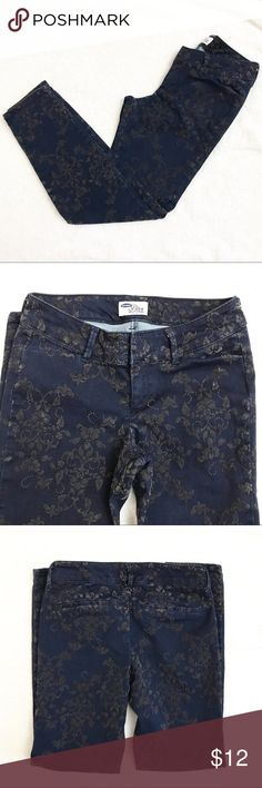Old Navy 'Diva' Pants Used. Good condition. Old Navy Pants Ankle & Cropped