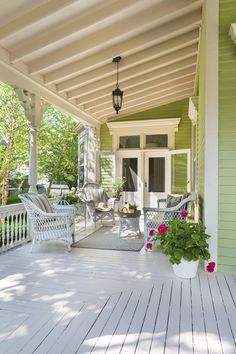 This Old House Gorgeous porch ceiling - Cottage exterior ideas Outdoor Rooms, Outdoor Living, Outdoor Patios, Outdoor Pergola, Backyard Pergola, Outdoor Kitchens, Outdoor Furniture, Modern Farmhouse Porch, Farmhouse Style