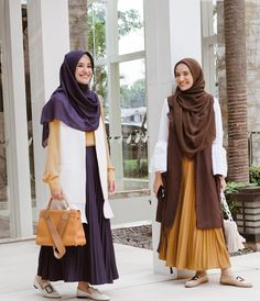 Image may contain: 2 people, people standing Casual Hijab Outfit, Hijab Chic, Casual Outfits, Muslim Fashion, Modest Fashion, Fashion Outfits, Fashion Muslimah, Long Skirt Hijab, Hijab Fashionista