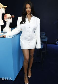 All the best celebrity style this week - HarpersBAZAARUK 22 May Rihanna hosted her Fenty launch in Paris in a white blazer with exaggerated shoulder pads. Moda Rihanna, Estilo Rihanna, Rihanna Fenty, Rihanna Awards, Blazer Dress, Jacket Dress, Shirt Dress, Gala Dresses, Nice Dresses
