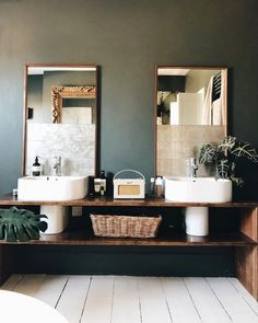 If you have a small bathroom in your home, don't be confuse to change to make it look larger. Not only small bathroom, but also the largest bathrooms have their problems and design flaws. Bad Inspiration, Bathroom Inspiration, Roberts Radio, Mad About The House, Interior Exterior, Beautiful Bathrooms, My New Room, Bathroom Interior, Bathroom Remodeling