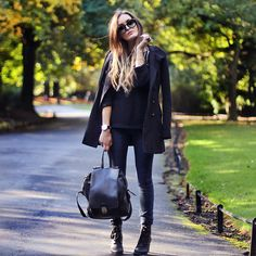 Instead of a purse, grab a backpack. | 32 Perfect Fall Outfits