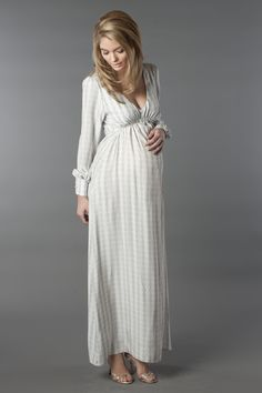 Juno gown in grey chain-print silk. Cute Maternity Style, Fall Maternity, Maternity Poses, Maternity Dresses, Maternity Fashion, Maternity Styles, Pregnancy Looks, Pregnancy Outfits, Pregnancy Photos