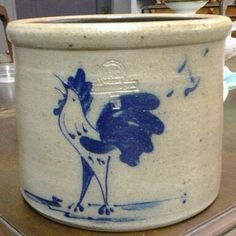"""Up for Auction is this a 1984 Rowe Pottery Rooster Crock Pot There is no chips or cracks on it. Measurements: 7""""height x 8.5"""" diameter"""