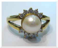 Da easyOro anelli in oro con diamanti e perle in promozione! Visita il nostro sito www.easyoro.it o vieni in negozio...ti aspettiamo!