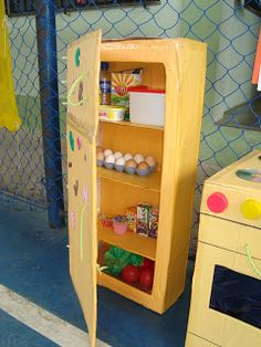 These were done at my son's school in Macaé-RJ. When I saw them, I was very excited to share with you . Cardboard Kitchen, Cardboard Crafts Kids, Cardboard Toys, Cardboard Furniture, Kids Furniture, Diy Play Kitchen, Toy Kitchen, Diy For Kids, Crafts For Kids