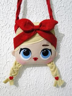 Mini Bolsa LOL Surprise Shorty Luxo de Feltro no Diy Bag Crafts, Doll Crafts, Crafts For Kids, Doll Sewing Patterns, Felt Patterns, Bag Patterns To Sew, Sewing Kids Clothes, Sewing For Kids, Messenger Bag Patterns