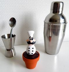 Ce cuisinier dodu en pot décorera votre cuisine avec humour et originalité ! Cadeau idéal pour un(e) gourmand(e) ou un amateur de cuisine !