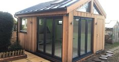 Bespoke garden buildings of exceptional quality. Our custom built garden rooms are perfect for offices, gyms, cinemas and much more! Dog Grooming Shop, Dog Grooming Salons, Poodle Grooming, Dog Grooming Business, Dog Washing Station, Outside Dogs, Dog Salon, Dog Daycare, Daycare Ideas