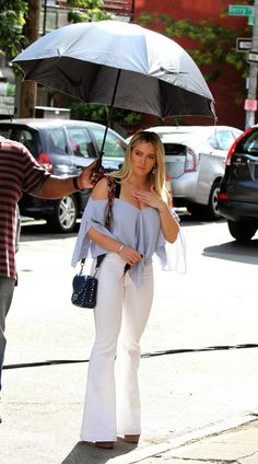 hilary-duff-on-the-set-of-younger-in-brooklyn-06-26-2017_12.jpg 1.200×2.161 pixeli