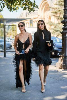 The Street Style Crowd Wore Plenty of Polka Dots at Paris Couture Week - Fashionista London Fashion Week Mens, New York Fashion, Paris Fashion, Street Fashion, Fashion Killa, Look Fashion, Fashion Photo, Hijab Fashion, Fashion Advertising