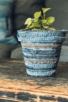 This is a FREE and EASY Craft that Turned out adorable. I recycled some old denim jeans into a fun and Stylish Flower Pot. Here is how my flower pot turned out. Super Cute, Right? Let me show you how easy it was to make. You Will only need These Three things: 1.A flower PotI used a small terra-cottapot, but any size and type of pot that you have on hand should work just great. 2.Denim Seams ScrapsI cut the seams out of the pant legs on some old… Easy Crafts, Easy Diy, Decor Crafts, Kids Crafts, Denim Scraps, Denim Flowers, Diy Playbook, Hanging Succulents, Boho Diy