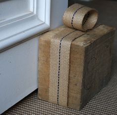 Tope para puerta en madera   -   Wooden doorstopper www.grandrecycler.com