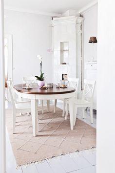 simple and white Decor, Furniture, Interior Decorating, Interior, Dining, Dining Table, Table, Home Decor, White