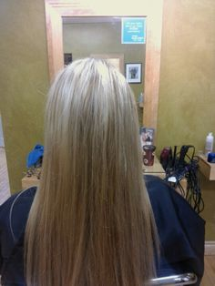 Full foil of light blonde with a few pieces of warm blonde throughout.