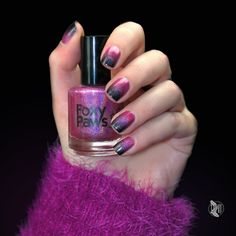 Fading holo gradient.   Pink Princess Cosmetics: Respect. http://www.siempre-lindas.cl/