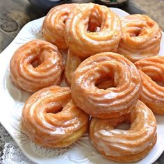 Easy to make, light as air french crullers with sweet vanilla-honey glaze. Cruller Doughnut Recipe, French Cruller Recipe, French Cruller Donut, French Desserts, Asian Desserts, Lemon Desserts, Great Desserts, Delicious Donuts, Pie Cake