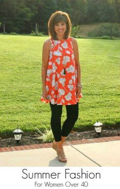 Summer Fashion: Glamour Farms Boutique certainly has the most comfortable leggings and paired with this bright, floral print, swing tunic you're set with a fun, casual summer outfit! Perfect summer outfit for women! I'd even try this with a shorter dress and maybe boots in the Fall!
