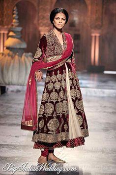 A #JJValaya velvet bridal suit #couture