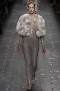 Valentino Autumn/Winter Ready-To-Wear Paris Fashion Week Fashion Week Paris, Winter Fashion 2016, Autumn Fashion, Fur Fashion, Runway Fashion, Fashion Brands, High Fashion, Fashion Show, Fashion Design