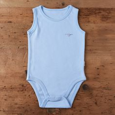 Made from skin-friendly organic cotton Comfortable clothing, no irritating tags or seams Also available in pink, white and natural colour For babies in sizes: months / (… Toddler Boy Outfits, Baby Outfits Newborn, Toddler Boys, Baby Body, Organic Baby, Comfortable Outfits, Boy Blue, Onesie