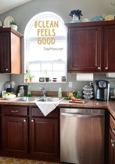 I love waking up to a clean kitchen in the morning, because clean feels good. TidyMom.net