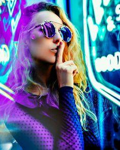 Moody Lifestyle Portrait Photography by Jayce Dirksen - Fashion Photography Poses, Fashion Photography Inspiration, Creative Photography, Colour Gel Photography, Light Photography, Portrait Photography Lighting, Photography Ideas, Neon City, Portrait Fotografie Inspiration